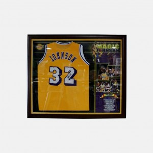 MAGIC JOHNSON - LAKERS JERSEY SIGNED & FRAMED